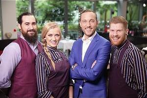 Vunzige grappen aan tafel in First Dates Ireland