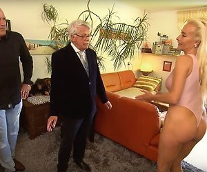 Videosnack: Blote billen in Mr. Frank Visser Rijdt Visite