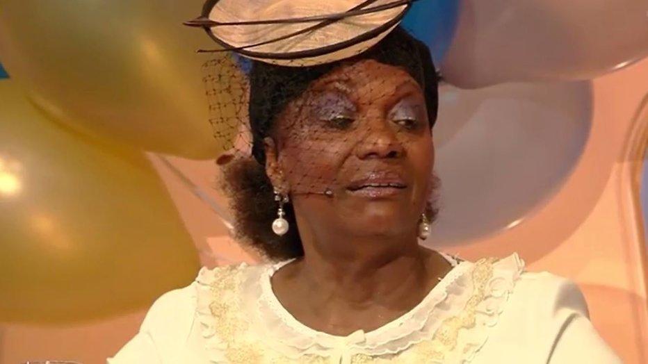 Gerda Havertong spaart eigen haar voor hoofdkussen doodskist