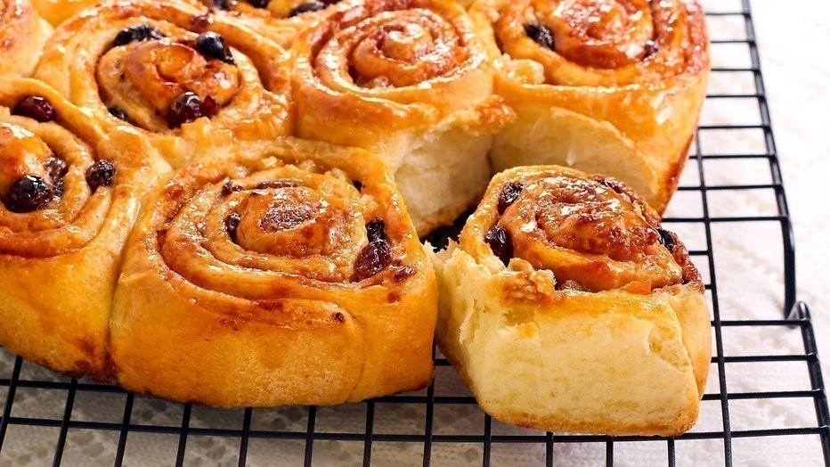 Chelsea buns ui The Great British Bake Off