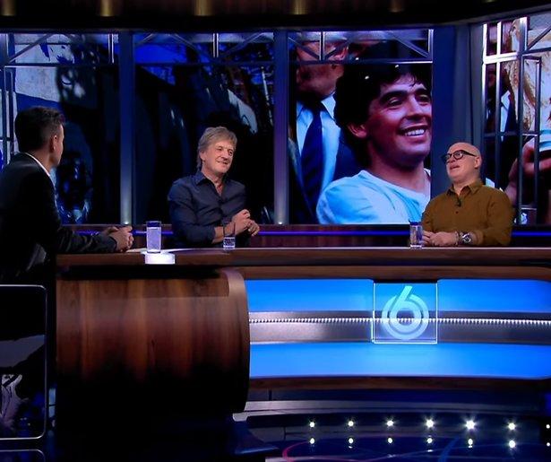 Videosnack: Veronica Inside eert Maradona