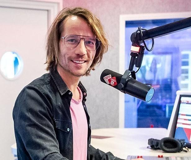 Giel Beelen door het stof na missen eigen radioshow