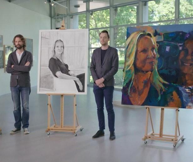 Verbazing over zelfverzekerde schilderes Sterren op het doek