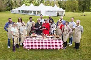 Cake met vers fruit in The Great British Bake Off