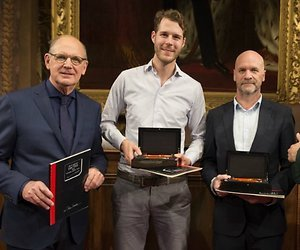 Nederland wint 26e editie Groot Dictee der Nederlandse Taal