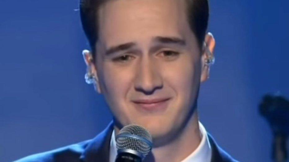 Gepeste X Factor-kandidaat Joe Irvine krijgt steun van wereldsterren