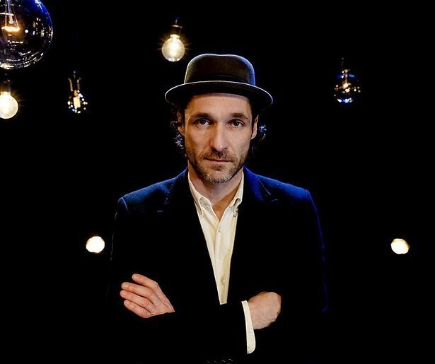 Javier Guzman doet oudejaarsconference voor Comedy Central