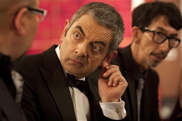 Rowan Atkinson stuntelt vrolijk verder