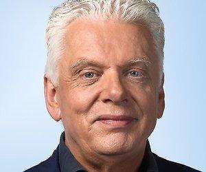 Jan Slagter draagt eerste gedicht Candlelight voor