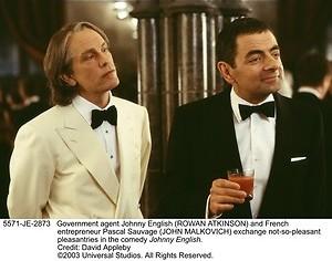 Rowan Atkinson is de slechtste spion ooit