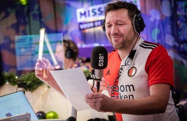 Ajacied Klaas van der Eerden zingt clublied Feyenoord voor goede doel