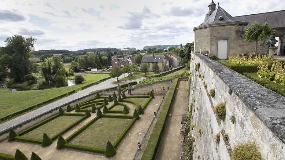 Net 5 laat kandidaten strijden om Frans kasteel