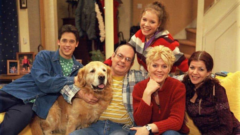 Van welke beroemde Nederlandse comedyserie maakt RTL een remake?
