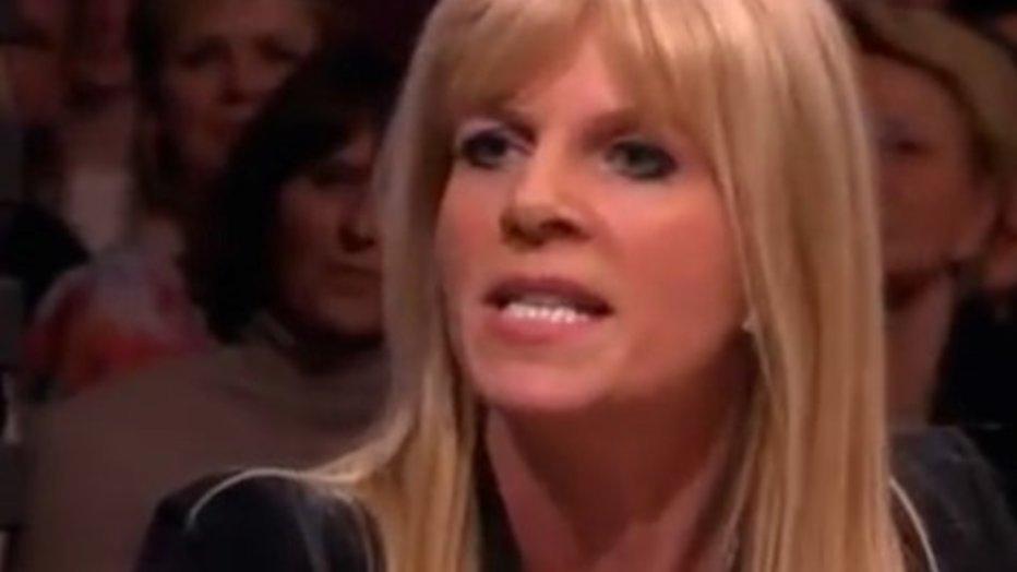 Pornoster Kim Holland koopt zendtijd voor nachtelijke talkshow