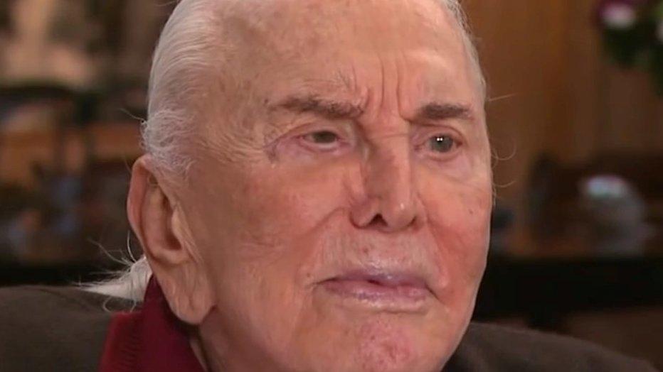 Hollywood legende Kirk Douglas (98) geeft helft vermogen weg