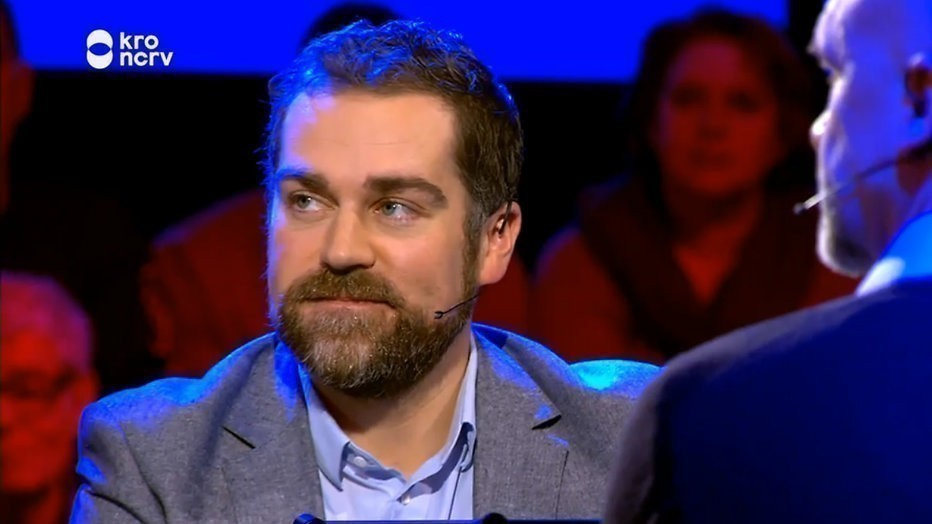 Klaas Dijkhoff overleeft knotsgekke Slimste Mens-finale ternauwernood