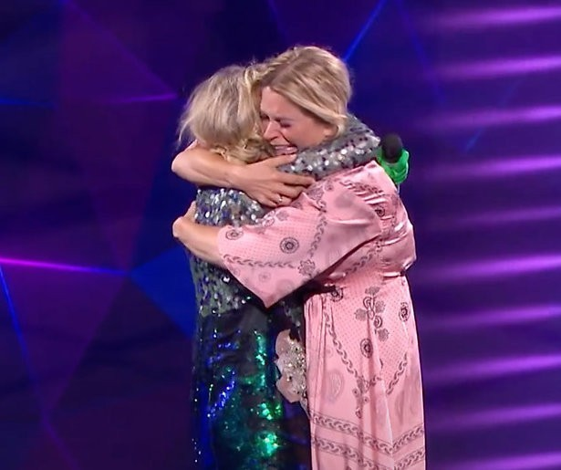 Emotioneel weerzien tussen Kathleen en Karen in The Masked Singer