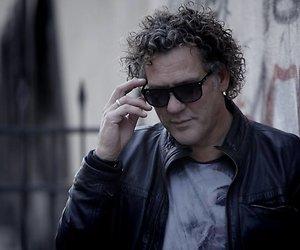 Oplichter slaat Kees van der Spek tijdens opnames in het buitenland