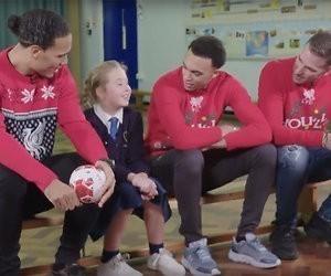 Videosnack: Scholiertjes worden verrast door helden van voetbalclub Liverpool