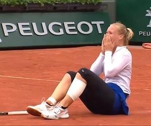 Kiki Bertens onderuit tegen Serena Williams op Roland Garros