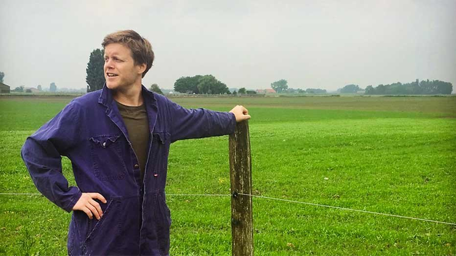 Lex Uiting op zoek naar leuke verhalen op het platteland