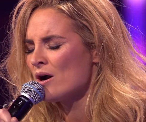 YouTube-hit: Lieke en Trijntje zingen Foolish Games (It Takes 2)