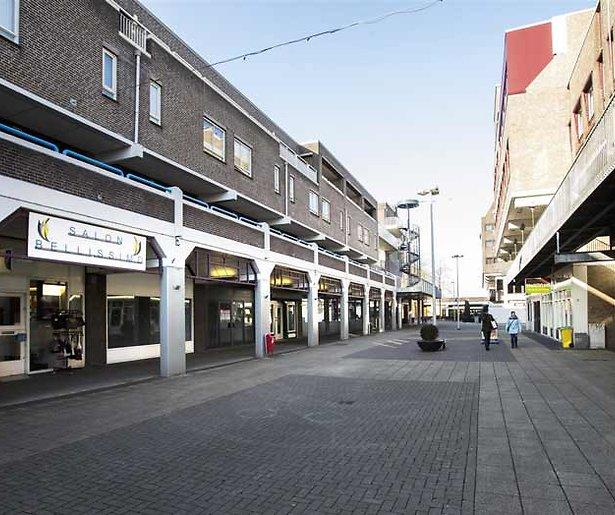 De winkelstraat loopt leeg