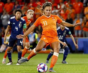 Lieke Martens in nieuwe serie MTV Cribs: Footballers stay home