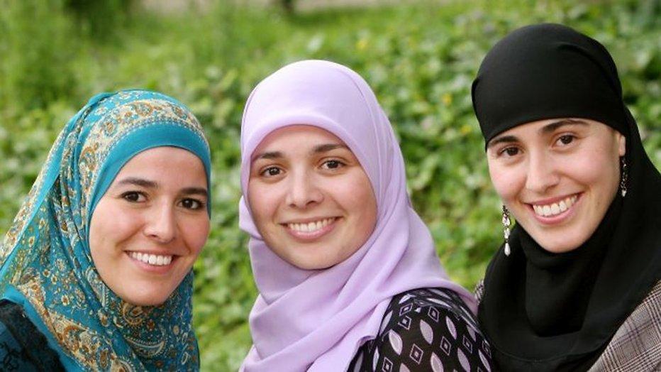 Meiden van Halal maken tv-comeback