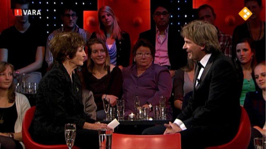 Mies Bouwman blikt terug op 65 jaar Nederlandse tv bij DWDD