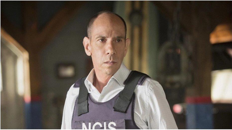NCIS: LA brengt eerbetoon aan overleden Miguel Ferrer