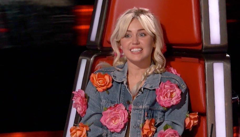Miley Cyrus betaalt huur The Voice-kandiaat