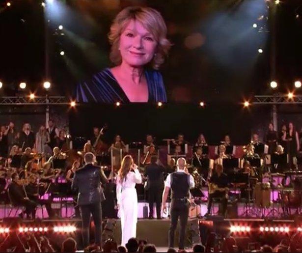 Videosnack: Eerbetoon Martine Bijl tijdens Musical Sing-a-long 2019
