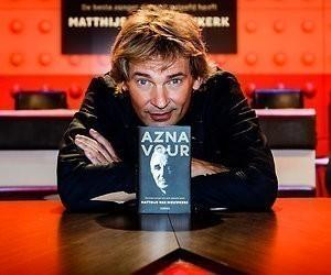 Matthijs van Nieuwkerk met boekenprogramma Moby Dick op late donderdagavond