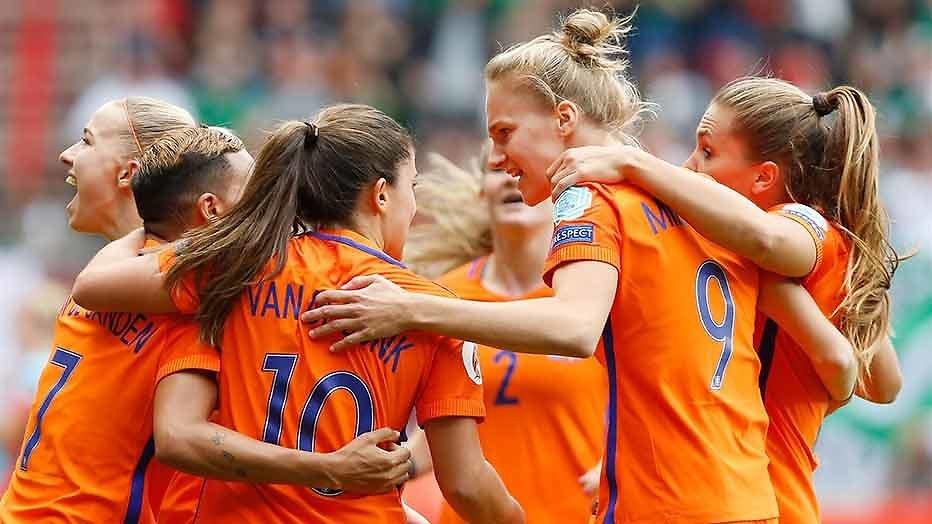 De TV van gisteren: Voetbalvrouwen scoren ook op Veronica