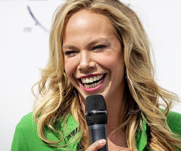 Videosnack: Slappe lach treft Nicolette Kluijver bij opnames Robinson