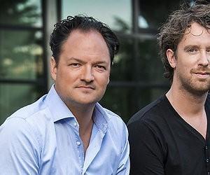 Jeroen Woe en Niels van der Laan presenteren lollige Nationale Nieuwsquiz 2019