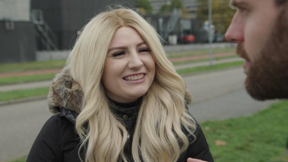 Fabienne krijgt weer lang haar