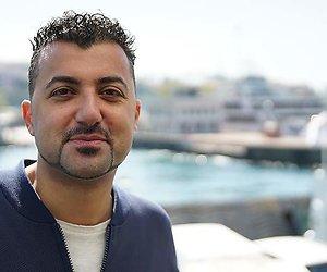 Özcan Akyol maakt pilot met Adriaan van Dis