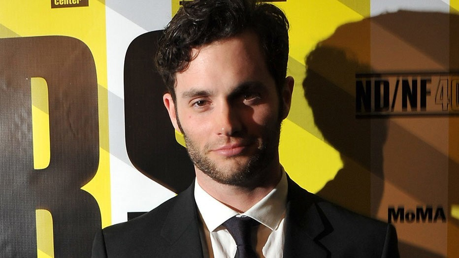 Penn Badgley verklapt komst van derde seizoen You