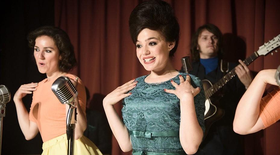 De TV van gisteren: Petticoat debuteert met 1,1 miljoen