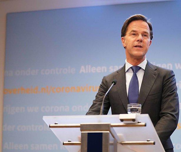 De TV van gisteren: Iets minder kijkers persconferentie Rutte
