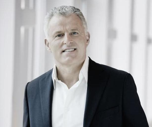 Peter R. de Vries in RTL 4-film Sneeuwwitje En de Zeven Kleine Mensen