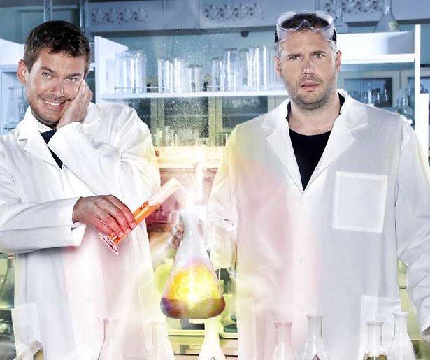 Ruben en Tijl steken Tygo Gernandt in de brand in nieuw seizoen Professor Nicolai & Dr. Beckand