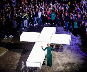 De TV van gisteren: Flink minder kijkers voor The Passion 2019