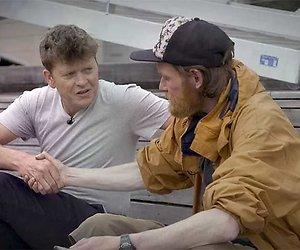 Voormalig dakloze Patrick in realityserie Caveman