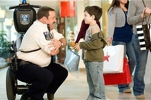Paul Blart: Mall Cop - Kevin James crosst rond op zijn Segway