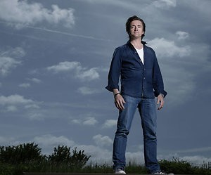 Top Gear-presentator Richard Hammond maakt ernstige val