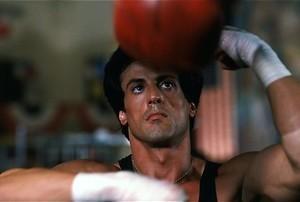 Sylvester Stallone krijgt een pak slaag in Rocky III