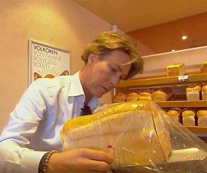 Videosnack: Frank & Rogier helpen in bakkerij